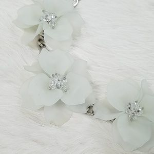 Silver Tone White Floral Statement Necklace